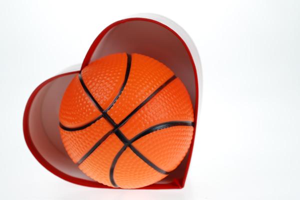 La Torre de Hortaleza une deporte y solidaridad en su torneo de baloncesto